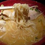 みつか坊主 - 麺は細麺です。食べると口の中でとろける感じなんです。