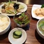 春華楼 - 週替りランチ 野菜炒めとエビマヨ