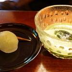 腰掛庵 - だだわらび(220円)と冷抹茶(300円)(2013/6)
