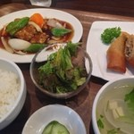 春華楼 - 週替りランチ 酢豚と春巻き