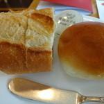 20723342 - お替り自由なパン