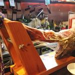 ビストロバールJIN - 足一本まるごと生ハムがカウンターに置かれてたり。'13 8月中旬