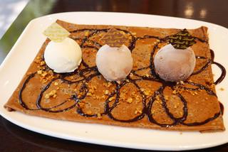 リンツ ショコラ カフェ 銀座店 - ショコラクレープ 3種のチョコレートアイスクリームとともに