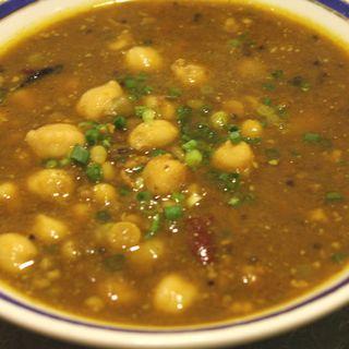 カリーには大量の野菜と、漢方薬としても使われているスパイスを使用しています。