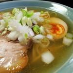 貧瞋癡 - (商品名不明)ラーメン(600円)+サービスチャーシュー1枚 スープ、具材