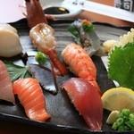 回転寿司 北海素材 - 料理写真:舎利にもこだわった北海素材のにぎりをご堪能ください!