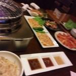 黄金だるま - 醤油・味噌・塩の3種類のタレ