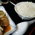 20731203 - 日替わりランチ牛肉の野菜炒め(680円)ごはんがお茶碗の淵に着いたまま出てきました。