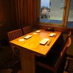 中目黒 炭火ダイニング ABE-YA! - 夜景の見えるテーブル