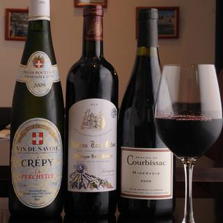 充実のワイン! 飲みたいワインに合わせて料理を選べます