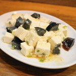 哈爾濱餃子 - 2013.8 ピータン豆腐のサラダ(350円)