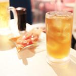 イタリア酒場 炎LAVITA - ウーロン茶 (180円) '13 8月中旬