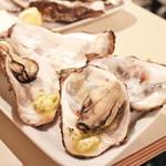 イタリア酒場 炎LAVITA - 赤穂の殻付き牡蠣のガーリックバター焼 (300円x2) '13 8月中旬