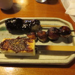 田楽あぶでん - 田楽盛り合わせ。豆腐、サトイモ、こんにゃくで500円