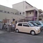 20735346 - 店舗裏駐車場(ここ以外は別)