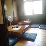 和 - お座敷は 2部屋あり、16席だったかな?