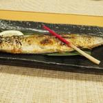 丸和 - 秋刀魚 全身.jpg
