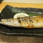 丸和 - 秋刀魚焼き 頭.jpg