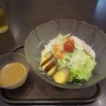 魚らん坂 - サラダ冷やし麺(750円)ゴマだれ