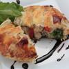 ド・マーレ湘南 - 料理写真:チキンや野菜を包んだ焼きたてのパイを、じっくり煮詰めたバルサミコソースでお召し上がりください。