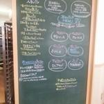 Bakery Cafe CAMELLIYA - ランチメニューの黒板です。