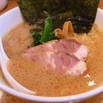 横浜ラーメン 味濱家 神戸本山店 - みはまやラーメン650円