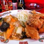 駅前飯店 - 唐揚げたっぷり、サブおかずの八宝菜もたっぷり( ´θ`)ノ