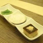 タイ国料理 チャイタレー - 2013.8 タイのデザート3種盛り(480円)カノムモーゲン、カノムトゥーイ、カノムチャン