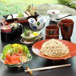蕎麦 貴賓館 - 料理写真:大正七年に藤田平太郎男爵の別館として建てられた「国登録有形文化財建造物」で、本格蕎麦に舌鼓。