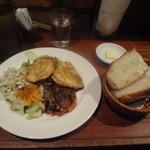 ヴァン・ド・リュー - 1000円ランチ(鶏胸肉のソテー黒酢風味、パン)