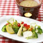 マルキNOZA - 季節野菜のバーニャカウダ!ソースもクリーミーなんですよ!