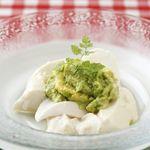 マルキNOZA - 京おぼろ豆腐とアボカドのピューレ。人気の一品です!