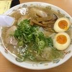 オーモリラーメン - ワンタンメン (700円) + 味玉 (60円)