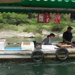 琴ケ瀬茶屋 - 近づいてくる船