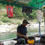 琴ケ瀬茶屋 - 船上調理ですね
