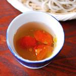 日野宿 ちばい - 塩味で食べる蕎麦:つけ汁にミニトマト投入