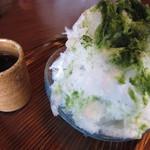 20765657 - 宇治ミルク(550円)抹茶シロップと練乳。中にはバニラアイス。