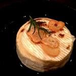 みのりんご - ワインにぴったり!カマンベールチーズのオーブン焼き 680円