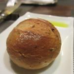 レ マリアージュ ドゥ ガク - 自家製セサミパン、オリーブオイル