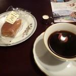 純喫茶 光 - ブレンド珈琲530円(カステラ付)