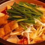 赤から - 赤から鍋(ニラ、もやし、油揚、豆腐、もつ、豚バラ、つくね)