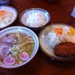 けんちゃん食堂 - 塩ラーメン+メンチご飯セット