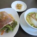 Ryuutenrou - セットのサラダ、スープ、ザーサイ