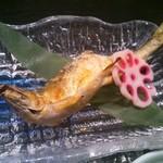 お食事処 安楽喜 - 「壱の膳」(1800円)に付く鮎の塩焼きです。