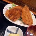 お食事処水仙 - アジフライ定食 900円 肉厚の大きなアジフライが2尾 1尾にはすでに醤油がかかってます。