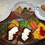 スター苑 - ロシア風ハンバーグ 1050円(税抜)小皿+スープ付き