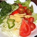 スター苑 - サラダ付き   専用のソースが美味しいです