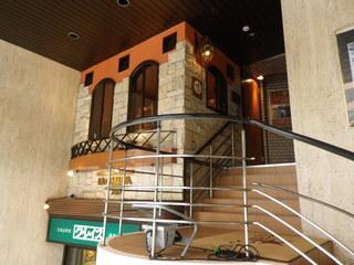 ラ・コメータ - 2階へはらせん階段を