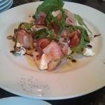 トラットリア360° - 生ハムと桃のサラダ