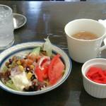 20780142 - カレーセットのスープとサラダに福神漬け